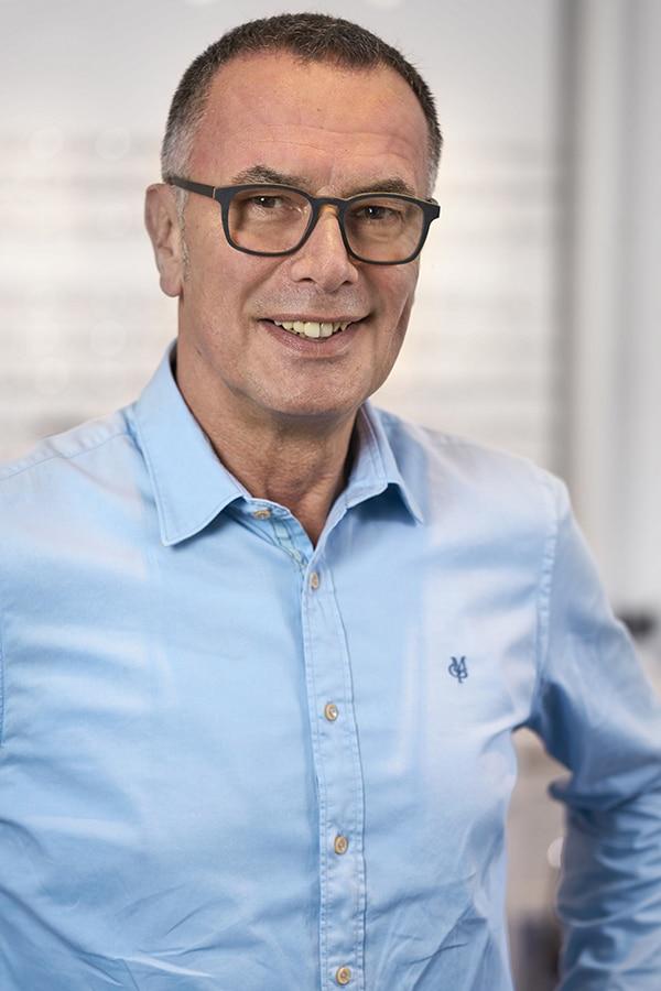 Volker Luckhart, Augenoptiker